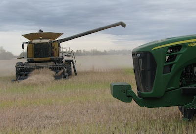 Harvest combine and tractor